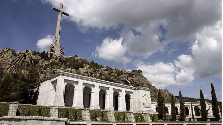 El Congreso pide exhumar los restos de Franco del Valle de los Caídos, con la abstención del PP
