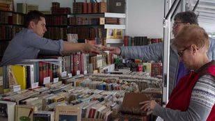 Feria del libro antiguo y de ocasión en el Paseo de Recoletos.