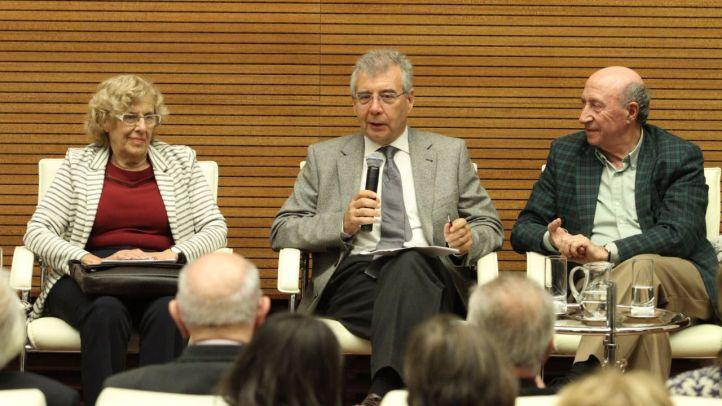 Presentación del libro 'Madrid de la dictadura a la democracia 1960-1979 de Pedro Montoliú, en la que han intervenido la alcaldesa de Madrid, Manuela Carmena, y Peridis.