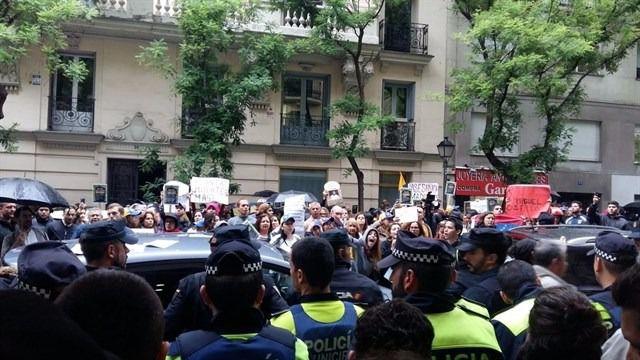 El embajador venezolano en España denuncia ser víctima de