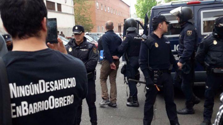 Un desahucio en Vallecas deja dos detenidos y un policía herido