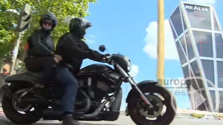 Más de mil moteros con sus Harley-Davidson recorren la capital