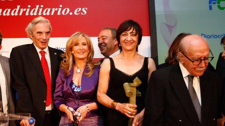 Los premiados Jesús Neira, Blanca Portillo y Manuel Aleixadre y la presentadora de la gala Nieves Herrero.