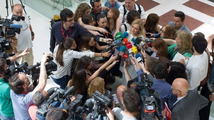Cristina Cifuentes atendiendo a los medios tras la escenificación del pacto por la Cañada.