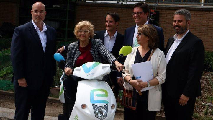 Madrid ha recibido a la empresa eCooltra Motosharing, la primera red de motos eléctricas compartidas, en el 'Huerto del Retiro'.