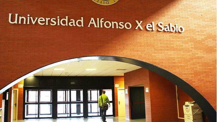 Entrada y blasón de la Universidad Alfonso X El Sabio.