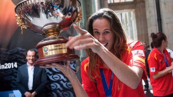 Amaya Valdemoro con la copa