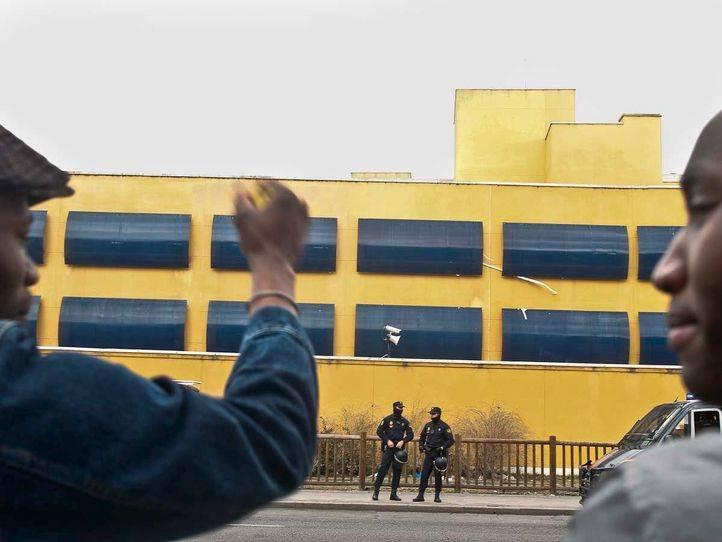 Centro de internamiento de extranjeros (cie) en Aluche.