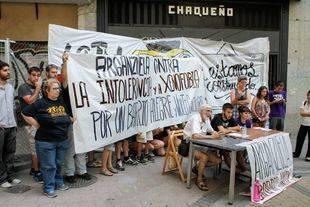 Rueda de prensa de los miembros de CSOA La Traba contra agresiones neonazis en Arganzuela.