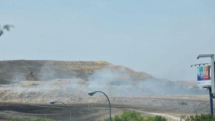 Incendio en un vertedero ilegal en la A-3