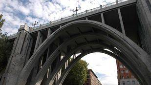 El Ayuntamiento va a remodelar el viaducto de Bailén para dotar la calle de aceras más amplias