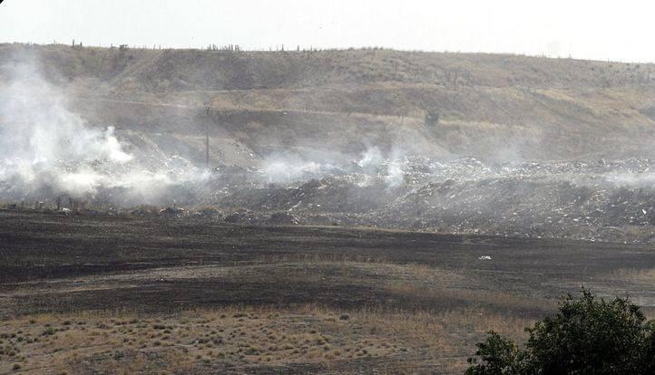 Incendio en un vertedero ilegal en Rivas.