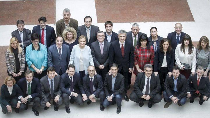Representantes de la Federación de Municipios Madrileños, Premio Madrid 25 Años de Ayuntamientos Democráticos, en 2004