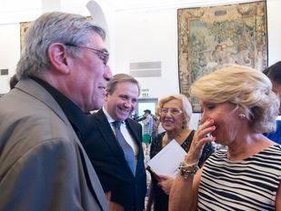 Encuentro entre Esperanza Aguirre y el marido de Manuela Carmena, Eduardo Leira, tras la disputa en la campaña electoral.