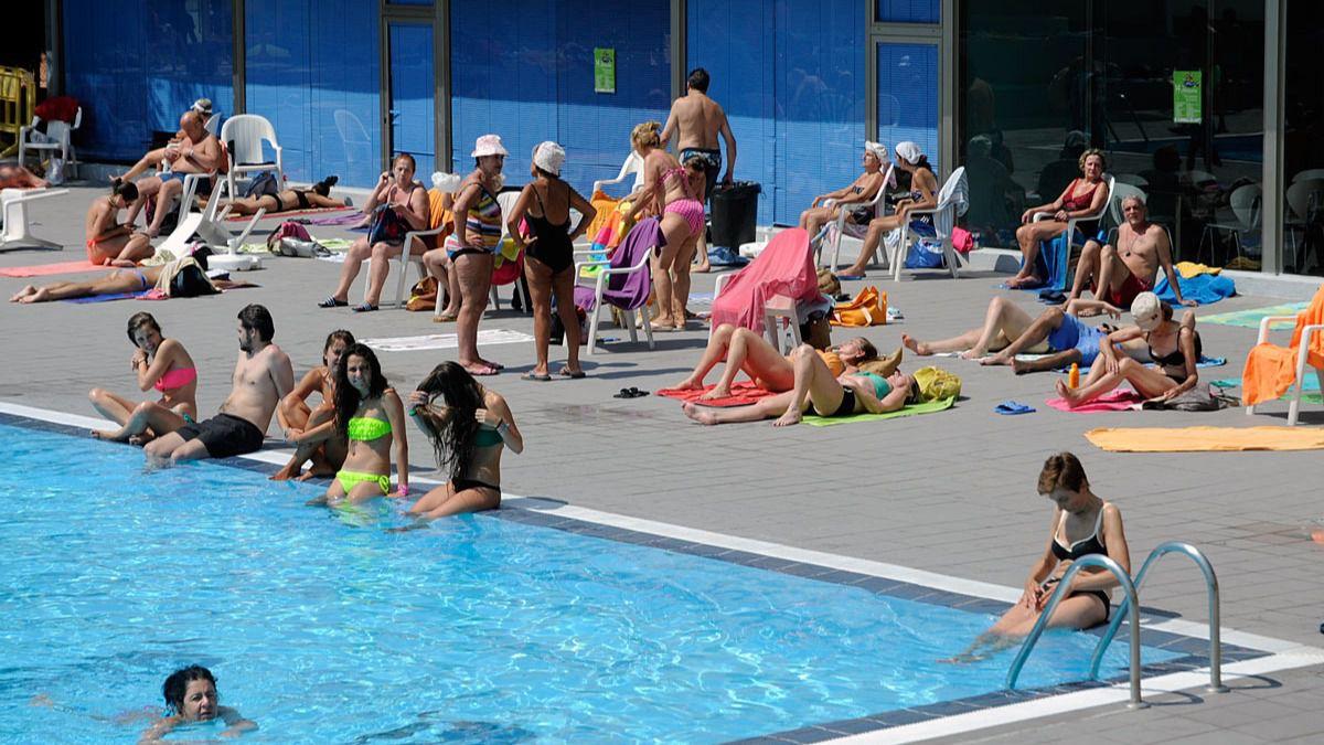 La comunidad inspecciona las piscinas de la regi n para for Piscina arturo soria