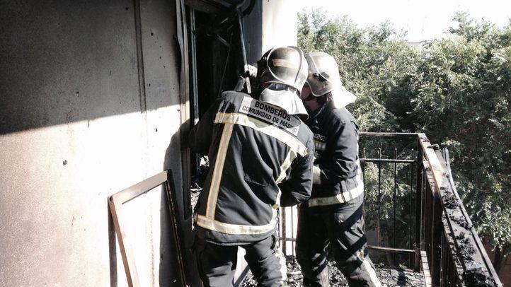 Doce heridos muy leves por un incendio en un edificio de viviendas en Algete
