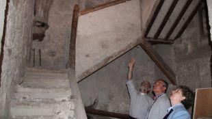 Hita, Fernández y Herrera contemplan los restos 'escondidos' del templo original