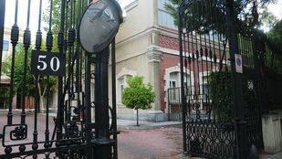 c Raimundo Fernandez Villaverde 50, entrada a los edificios del cuerpo de Artillería del Ejército