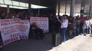 Una concentración pide más camas permanentes para el Hospital del Tajo
