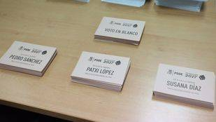 Papeletas con los nombres de los tres candidatos a la Secretaría General del PSOE