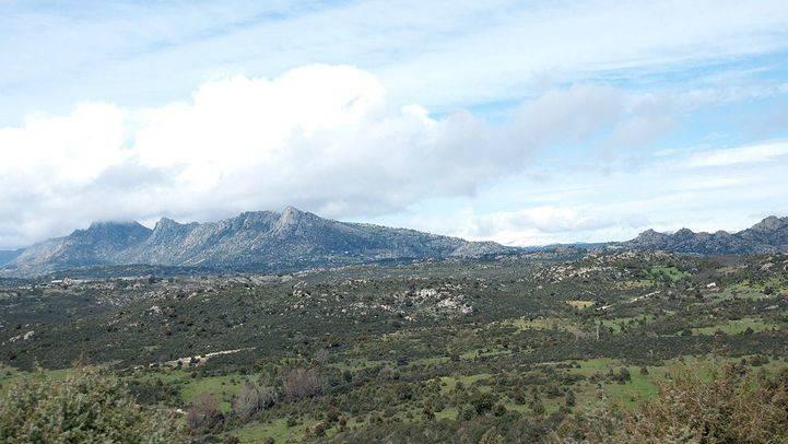 Campo abierto por el Berrueco en la Sierra de Madrid