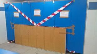 Aseos clausurados en la base de agentes de Movilidad de Pontones.