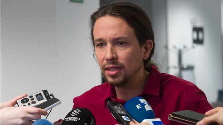 Pablo Iglesias declara ante los medios en la sede de Público.