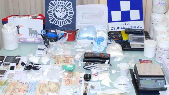 Material requisado en el laboratorio de cocaína.