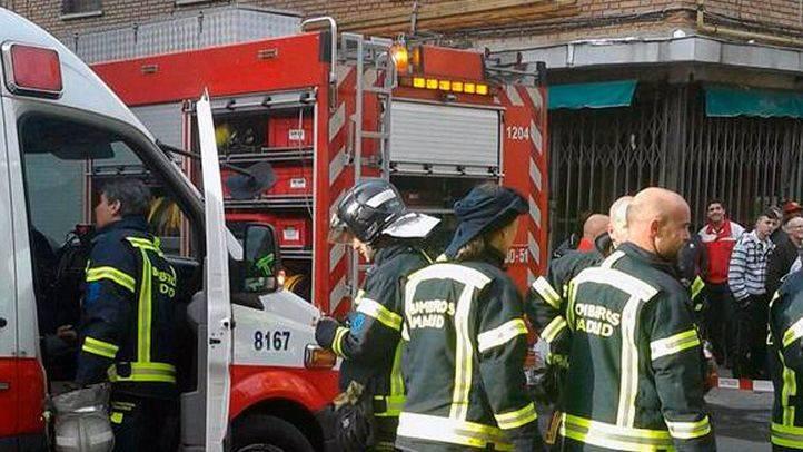 Dos intoxicados leves por inhalación de humo en el incendio de una vivienda
