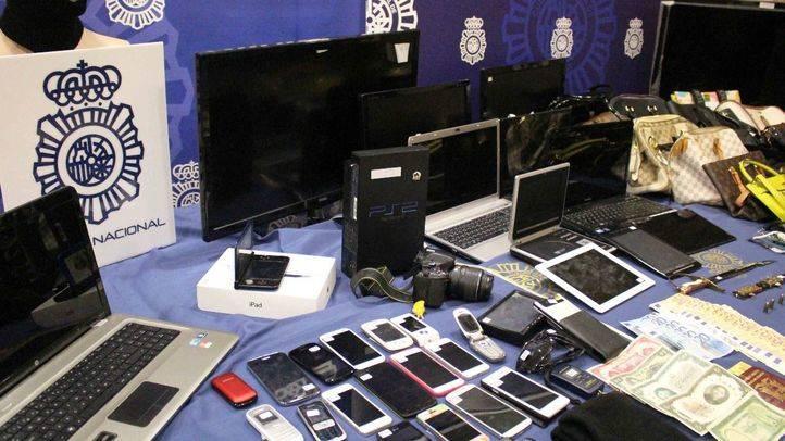 La Policía expone objetos procedentes de robos para devolvérselos a sus propietarios