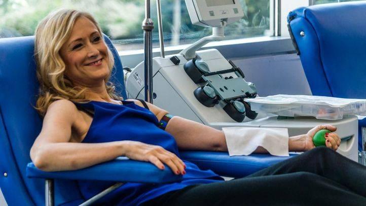 Visita de Cristina Cifuentes y Jesús Sánchez Martos al centro de transfusiones de Valdebernardo.