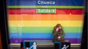 Los colores del arcoíris en la estación de Metro de Chueca.