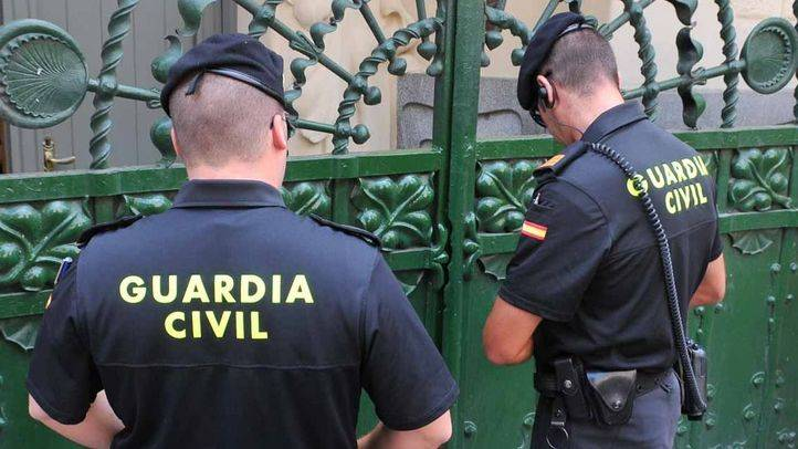 Pareja de Guardia Civiles (archivo)