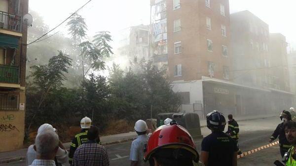 El Ayuntamiento espera que los residentes del edificio colindante al derrumbado puedan volver a sus casas el viernes