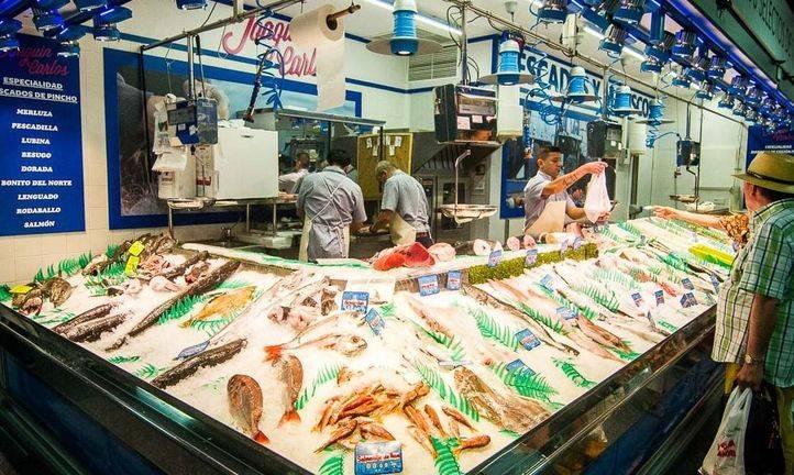 Pescadería en el recien remodelado Mercado de Barceló.