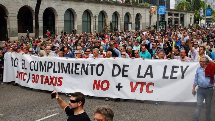 Los taxistas de Madrid paran este martes en protesta contra Uber y Cabify