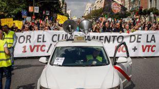 Los taxistas paran este martes contra Uber y Cabify