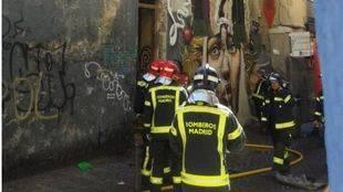 Cinco intoxicados por humo en el incendio de un edificio 'okupa' en Lavapiés