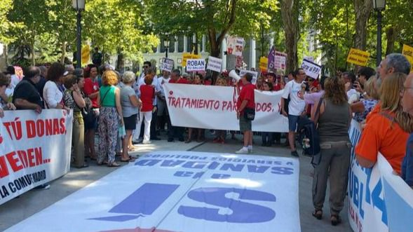 La Marea Blanca vuelve para protestar contra la gestión sanitaria del Gobierno de Cifuentes