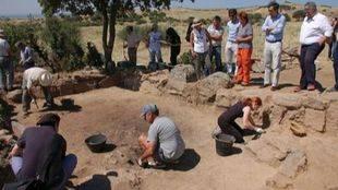 Expertos arqueólogos comienzan una campaña de excavación en Colmenar Viejo