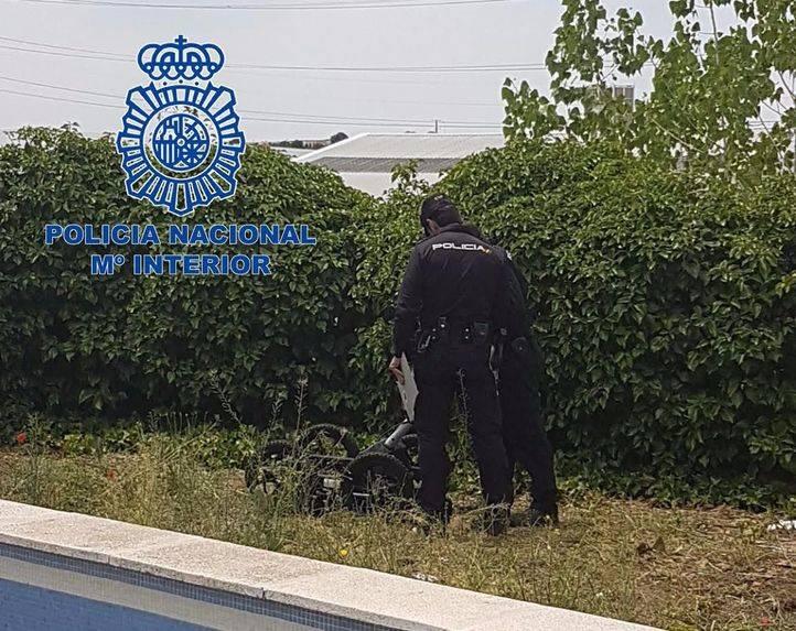 La Policía Nacional en la casa de uno de los detenidos