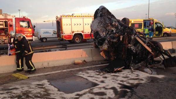 Muere una persona y cuatro resultan heridas por una colisión frontal entre dos vehículos a la altura de Pinto