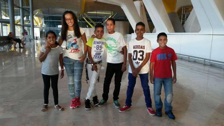 Los niños saharauis acogidos en verano en Valdemoro regresan a Tindouf