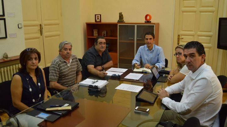 Reunión de trabajo del Ayuntamiento de Alcalá de Henares con la directiva del centro social, cultural y deportivo Ciudad del Aire