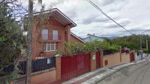 La mujer ha aparecido maniatada en el número número 9 de la calle Puerto de Canencia.