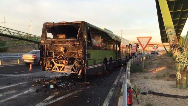Un autobús de la línea 532 sale ardiendo sin que haya que lamentar heridos