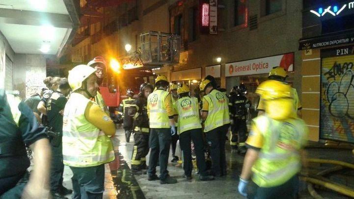 Un incendio destruye una vivienda en la calle del Carmen