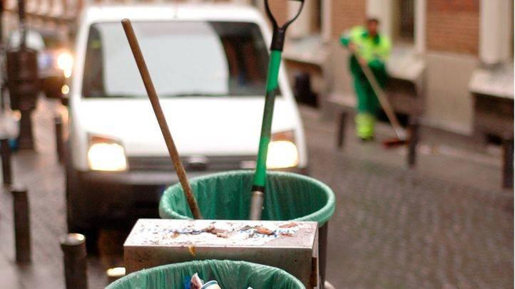 El Ayuntamiento negocia suspender el ERTE de los barrenderos para iniciar el plan del choque de limpieza en otoño