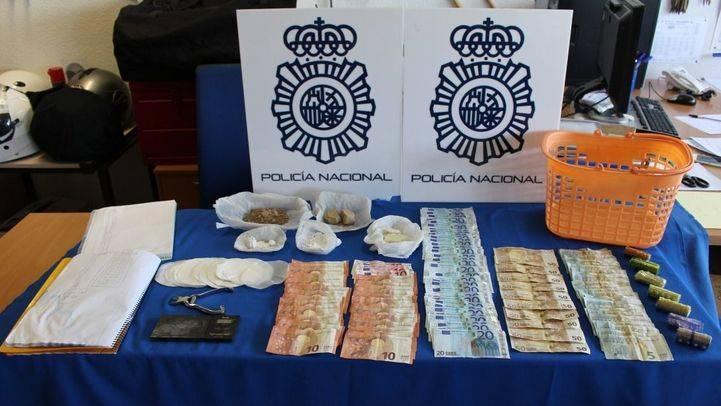 Doce detenidos por vender droga en una tienda de chucherías de la Cañada Real