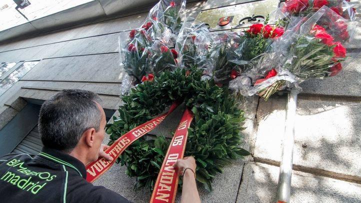 Los bomberos recuerdan a sus compañeros caídos en Almacenes Arias
